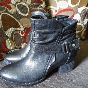 Genuine leather Earth brand booties